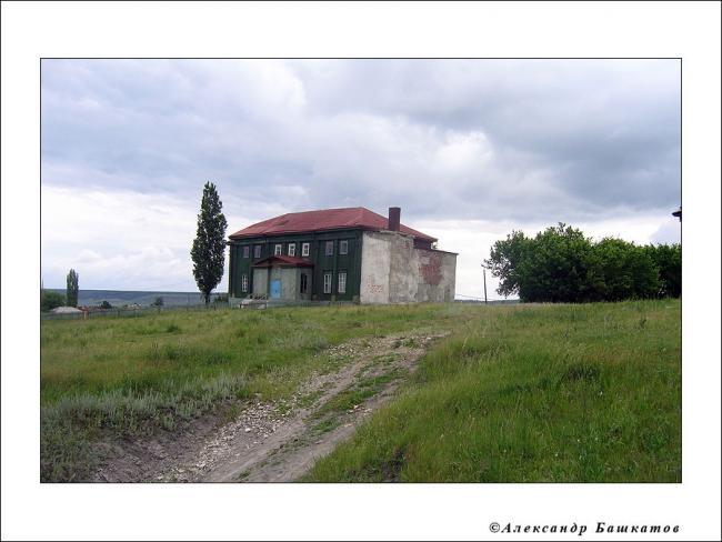 Перестроенное здание евангелическо-лютеранской церкви. Сейчас - сельский клуб